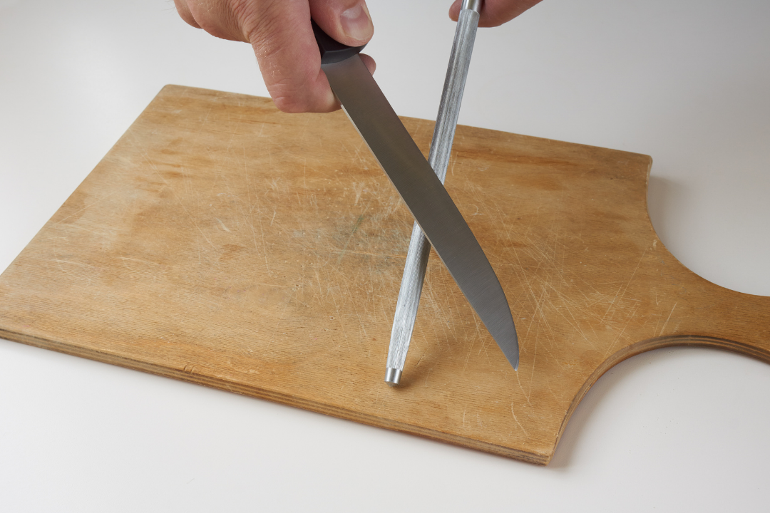 How To Sharpen A Knife With A Rod